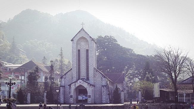 Chiêm ngưỡng vẻ cổ kính của nhà thờ đá