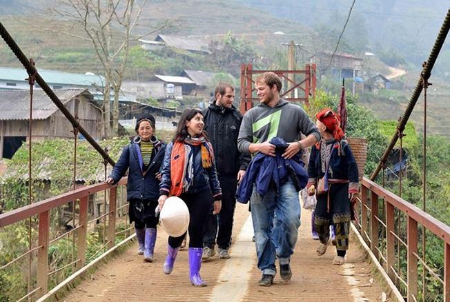 Du khách quốc tế tìm hiểu đời sống người dân Sa Pa