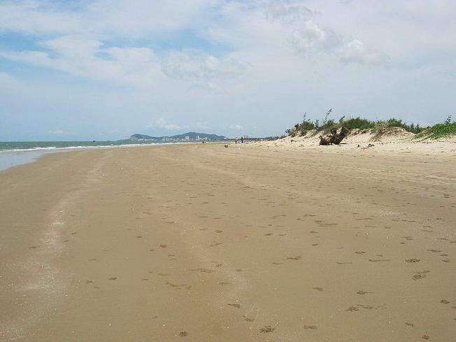 Khám phá vẻ đẹp còn hoang sơ của bãi biển Đội Nhái