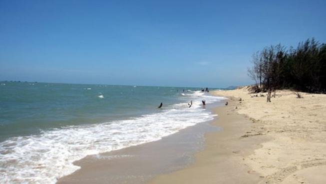Biển Lộc An còn khá hoang sơ