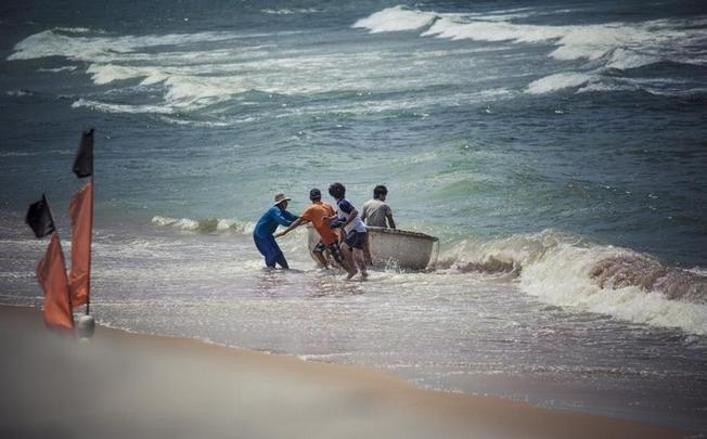 Người dân Phước Hải ở điểm đến Vũng Tàu cần cù lao động