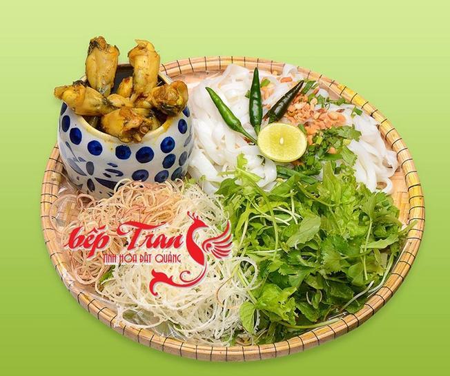 Mì Quảng ếch là món nổi bật nhất tại quán Trang