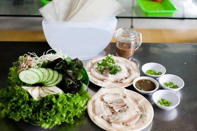 Bánh tráng cuốn thịt heo tại quán Trang