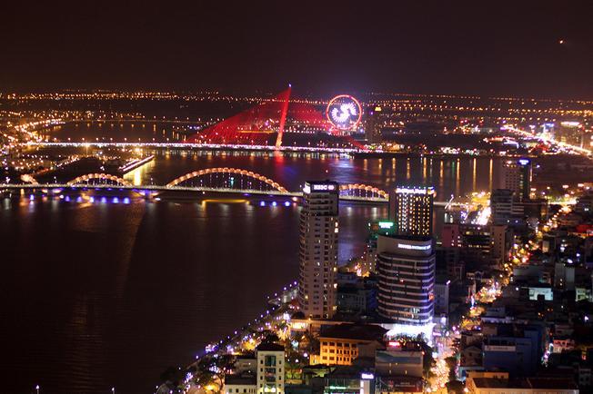 Những cây cầu Đà Nẵng được nhìn từ Sky36