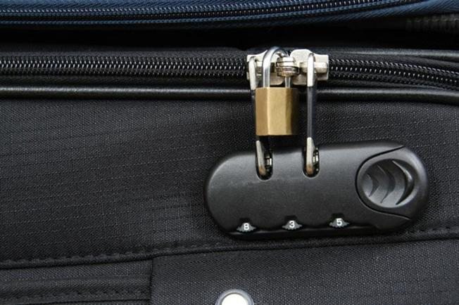Tránh dùng khóa quá phức tạp phô trương