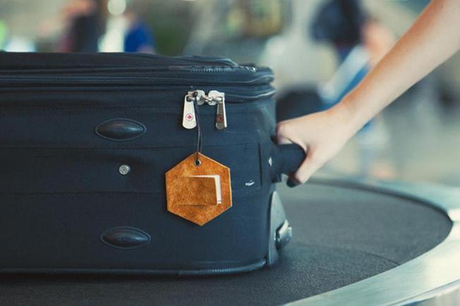 Kiểm tra nhãn hành lý