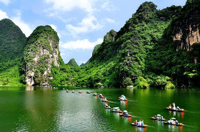 Tham quan Khu du lịch sinh thái Tràng An bằng thuyền