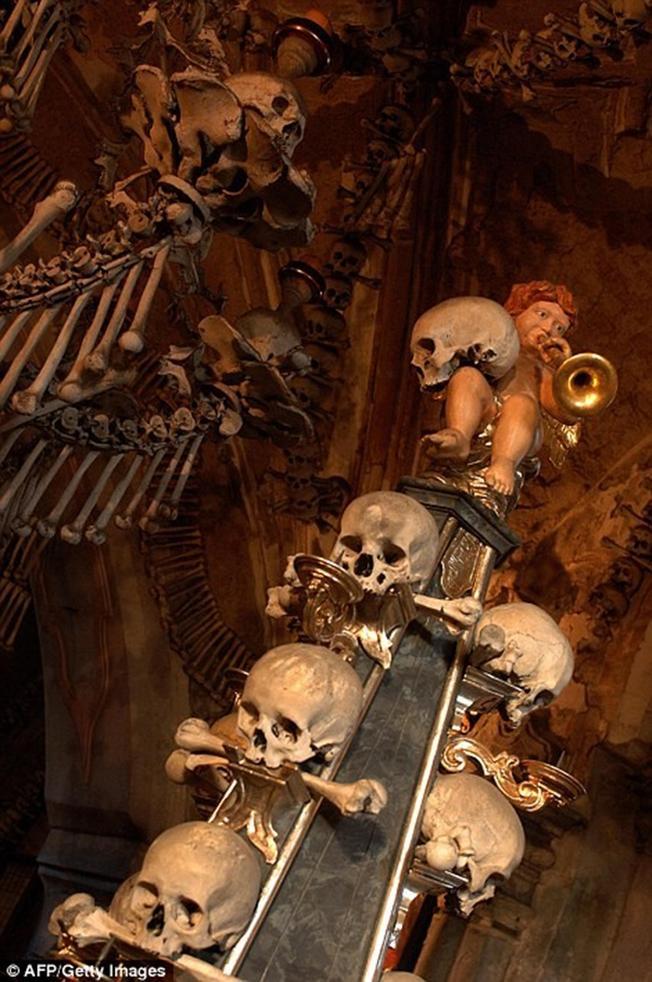 Nnhà thờ xương người Sedlec Ossuary