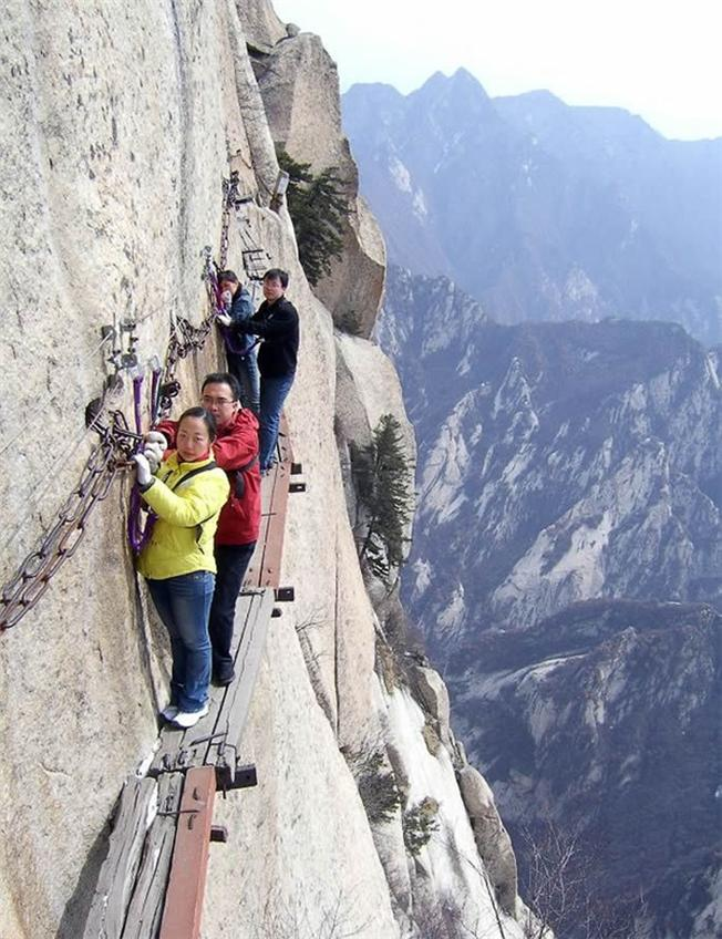 Nhiều du khách đánh giá đường dọc vách núi Hau Chan
