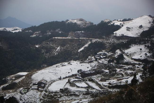 Thời tiết tuy rất lạnh nhưng bù lại thì bạn sẽ được tận mắt ngắm tuyết rơi đẹp như thế này