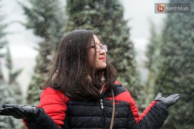 Rất nhiều bạn trẻ đã lên Sapa ngắm tuyết rơi