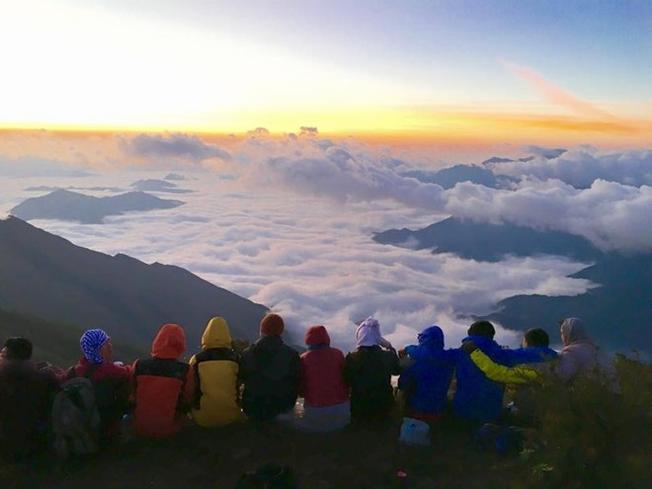 Cắm trại giữa núi rừng bạt ngàn mây và gió