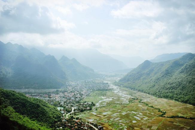 Thị trấn Mộc Châu ẩn hiện dưới màn sương mờ
