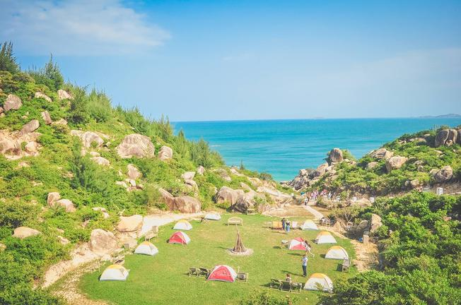 Lều trại san sát