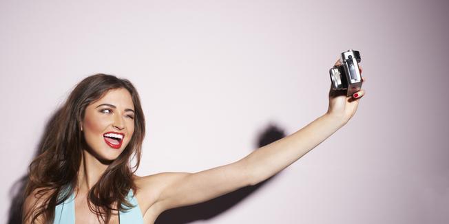 Xu hướng chụp selfie đang thu hút được đông đảo bạn trẻ