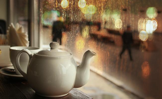 Tách trà ấm ngày mưa