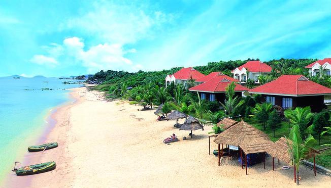 Những dãy villa san sát bên bờ biển
