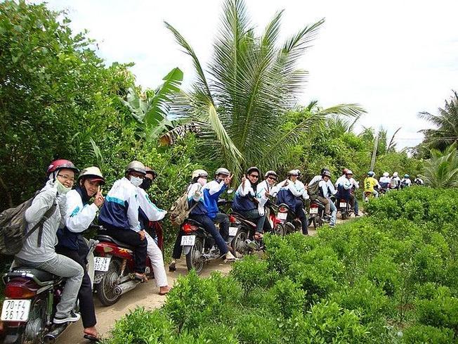 Nhiều bạn trẻ phượt miền Tây bằng xe máy (ảnh sưu tầm)