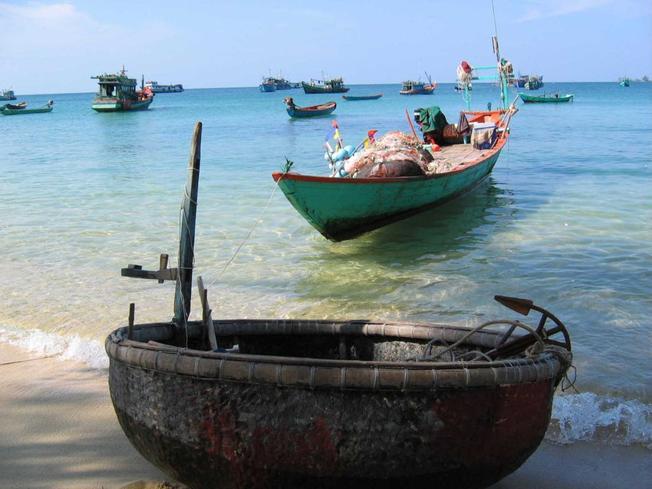 Thuyền thúng chuyên chở ước mơ của người dân biển