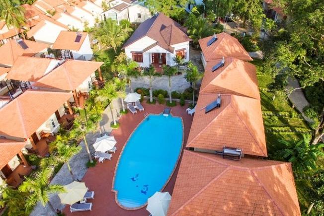 Khung cảnh từ trên cao nhìn xuống khu resort