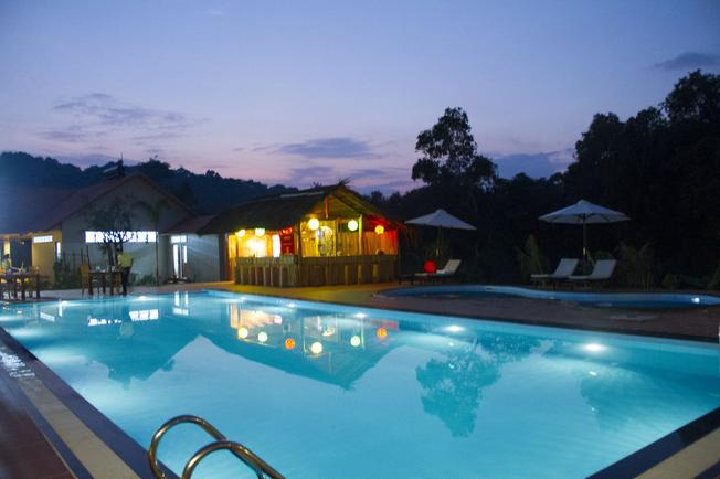 Resort có bể bơi ngoài trời rộng đẹp