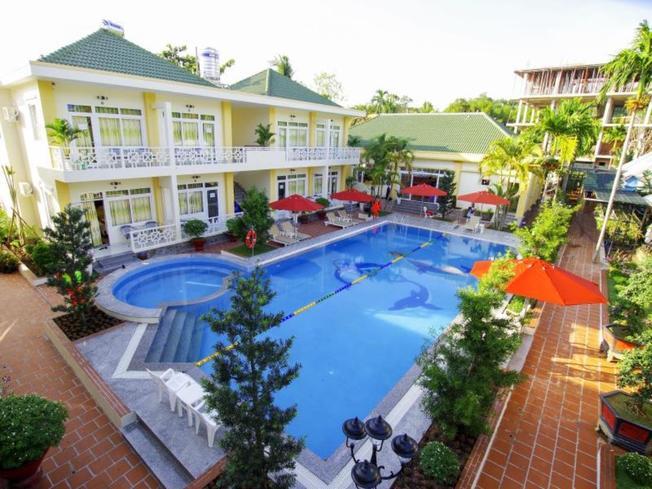 Khu bể bơi xanh sạch đẹp