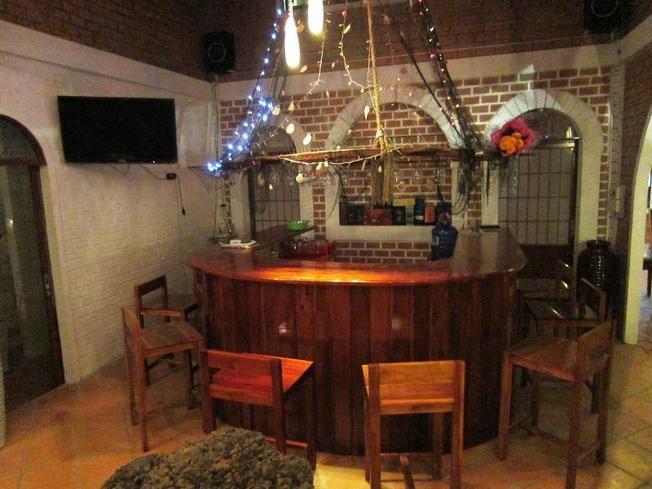 Khu quẩy bar đơn giản nhưng có đầy đủ các loại đồ uống